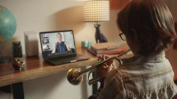 XFINITY TV Spot, 'Un lugar asombroso para estar' canción de M83 [Spanish] - Thumbnail 4