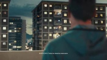 Lay's TV Spot, 'UEFA: liga de apartamentos' con Paul Pogba, Lionel Messi, Lieke Martens [Spanish] - Thumbnail 2