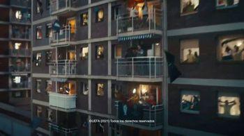 Lay's TV Spot, 'UEFA: liga de apartamentos' con Paul Pogba, Lionel Messi, Lieke Martens [Spanish] - Thumbnail 9