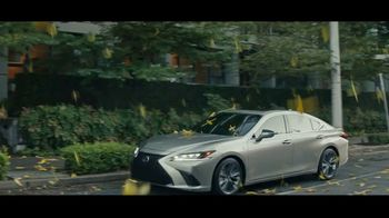 2021 Lexus ES TV Spot, 'Bananas' Song by The Melody Aces [T2] - Thumbnail 6