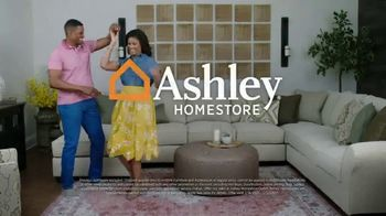Ashley HomeStore Presidents Day Sale TV Spot, 'Extended: 50% Off Hot Buys' - Thumbnail 9