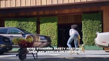 2021 Chrysler Pacifica Plug-In Hybrid TV Spot, 'Protect Your World' [T1] - Thumbnail 4