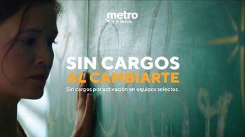 Metro by T-Mobile TV Spot, 'Profesora: dos teléfonos gratis' [Spanish] - Thumbnail 3