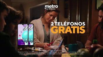 Metro by T-Mobile TV Spot, 'Profesora: dos teléfonos gratis' [Spanish] - Thumbnail 4