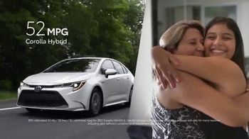 Toyota TV Spot, 'Hybrids: MPG and OMG' [T2] - Thumbnail 4