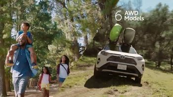 Toyota TV Spot, 'Hybrids: MPG and OMG' [T2] - Thumbnail 5