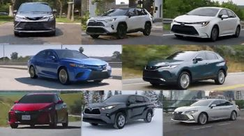 Toyota TV Spot, 'Hybrids: MPG and OMG' [T2] - Thumbnail 8