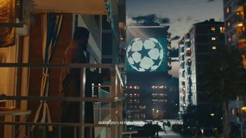 Lay's TV Spot, 'UEFA Champions League: Apartment Arena' Featuring Paul Pogba, Lionel Messi, Lieke Martens - Thumbnail 4