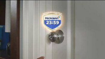 Microban 24 Hour Sanitizing Spray TV Spot, 'Sigue eliminando bacterias durante 24 horas'  [Spanish] - Thumbnail 3