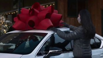 Lexus December to Remember Sales Event TV Spot, 'Driveway Moments: Birthday' [T1] - Thumbnail 6