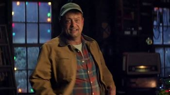 Cooper Tires TV Spot, 'Uncle Cooper: The Holiday Plow Truck' Featuring Lenny Venito - Thumbnail 5