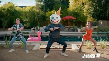 Jack in the Box Cluck Sandwich Combo TV Spot, 'Danza del pollo: Deluxe Sandwich y Cluck Sandwich Combo' con Becky G  [Spanish] - Thumbnail 5