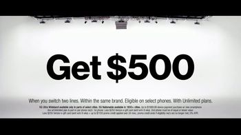 Verizon TV Spot, 'Holidays: The 5G America's Been Waiting For: BOGO, $500 and Streaming' - Thumbnail 5