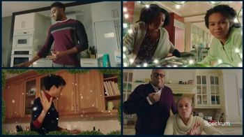 Spectrum TV Spot, 'Happy Holidays: Be Together' - Thumbnail 6