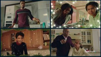 Spectrum TV Spot, 'Happy Holidays: Be Together' - Thumbnail 7