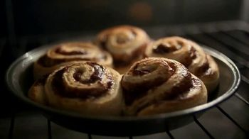Pillsbury Cinnamon Rolls TV Spot, 'Holiday: Decorating' - Thumbnail 1