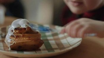 Pillsbury Cinnamon Rolls TV Spot, 'Holiday: Decorating' - Thumbnail 3