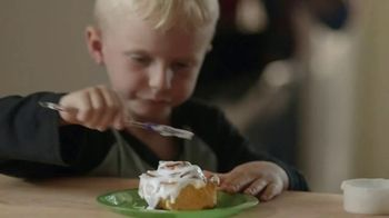 Pillsbury Cinnamon Rolls TV Spot, 'Holiday: Decorating' - Thumbnail 4