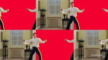 Old Navy TV Spot, 'Jingle Jammies: 50% de descuento' con RuPaul [Spanish] - Thumbnail 4