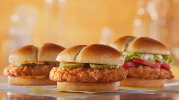 McDonald's Crispy Chicken Sandwich TV Spot, 'Crujiente, jugoso, tierno: compra uno y llévate otro' [Spanish] - Thumbnail 3