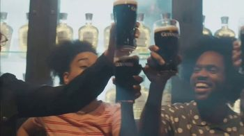 Guinness TV Spot, 'St. Patrick's Day: Silver Lining: Look Out for Each Other'