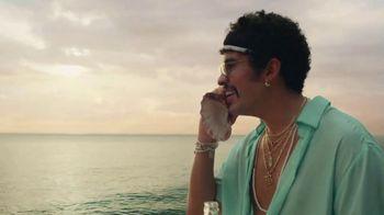 Corona Extra TV Spot, 'Shellphone' Featuring Snoop Dogg, Bad Bunny - Thumbnail 7