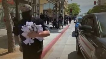 Donald J. Trump for President TV Spot, 'Quitarle fondos a la policía' [Spanish] - Thumbnail 3