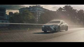 2021 Lexus ES TV Spot, 'Bananas' Song by The Melody Aces [T1] - Thumbnail 8