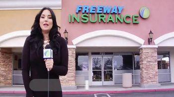Freeway Insurance TV Spot, 'Todo mundo se cambia' [Spanish] - Thumbnail 1