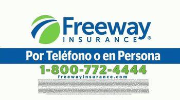 Freeway Insurance TV Spot, 'Todo mundo se cambia' [Spanish] - Thumbnail 9