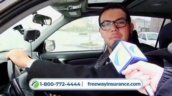 Freeway Insurance TV Spot, 'Todo mundo se cambia' [Spanish] - Thumbnail 3