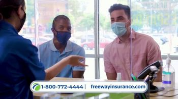 Freeway Insurance TV Spot, 'Todo mundo se cambia' [Spanish] - Thumbnail 4