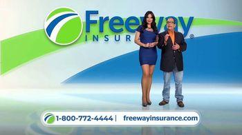 Freeway Insurance TV Spot, 'Todo mundo se cambia' [Spanish] - Thumbnail 5