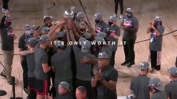 Michelob ULTRA TV Spot, 'Worth It' Feat. Anthony Davis, Jimmy Butler, Song by Sam & Dave - Thumbnail 9