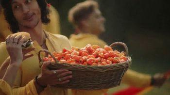 Carl's Jr. and Hardee's Fiery Famous Star TV Spot, 'Chant: Chicken Tenders' - Thumbnail 6