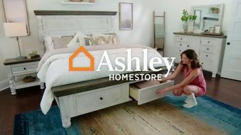 Ashley HomeStore Fall in Love With Home Sale TV Spot, 'Holiday Weekend Event: Save an Additional 10%'