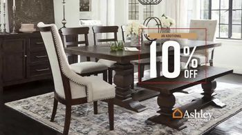 Ashley HomeStore Fall in Love With Home Sale TV Spot, 'Holiday Weekend Event: Save an Additional 10%' - Thumbnail 5
