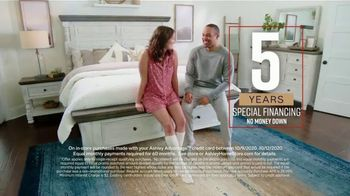 Ashley HomeStore Fall in Love With Home Sale TV Spot, 'Additional 10%: Special Financing' - Thumbnail 7