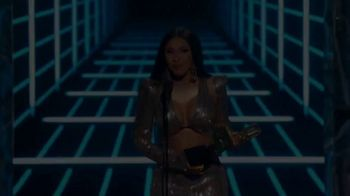 XFINITY TV Spot, '2020 Billboard Music Awards: Voice Remote' Song by Lizzo - Thumbnail 2