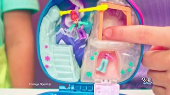 Polly Pocket Compacts TV Spot, 'Snow Much Fun' - Thumbnail 7
