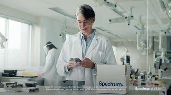 Spectrum Mobile TV Spot, 'Scientist: Save 40%' - Thumbnail 6