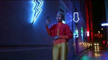 Google Pixel 4a TV Spot, 'Iluminador de selfies: $499 dólares' [Spanish] - Thumbnail 4