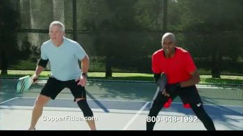 Copper Fit Ice Knee Sleeves TV Spot, 'Motion Activated Menthol' Featuring Brett Favre, Jerry Rice - Thumbnail 5