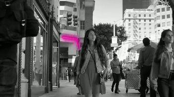 T-Mobile TV Spot, 'iPhone 12 Pro: Un momento como este' canción de Surfaces [Spanish] - 156 commercial airings