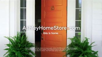 Ashley HomeStore Lowest Prices of the Season TV Spot, '0% Interest and $300 Ashley Cash' - Thumbnail 7
