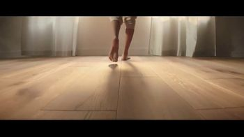 LL Flooring TV Spot, 'Bellawood Distressed Oak Floor: Special Financing and Save up to $500' - Thumbnail 4