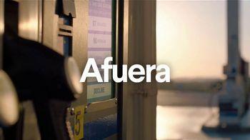Clorox TV Spot, 'Exterior: gasolinera' [Spanish] - Thumbnail 1