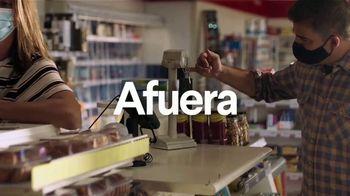 Clorox TV Spot, 'Exterior: gasolinera' [Spanish] - Thumbnail 3