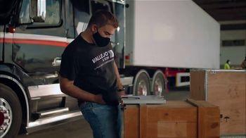 Clorox TV Spot, 'Exterior: gasolinera' [Spanish] - Thumbnail 5