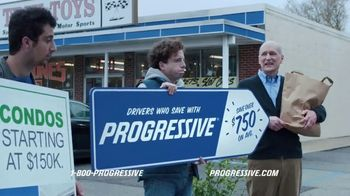 Progressive TV Spot, 'Sign Spinner: Son' - Thumbnail 7
